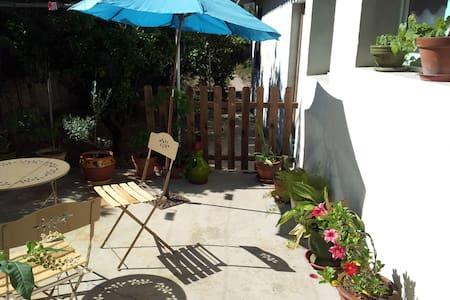 La ville côté jardin avec terrasse  - Περπινιάν - Διαμέρισμα