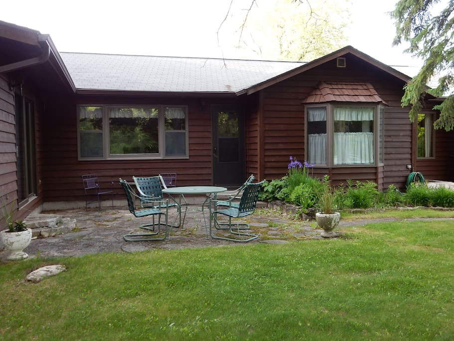 Cedarwood vacation home houses for rent in fish creek for Fishing cabin rentals wisconsin