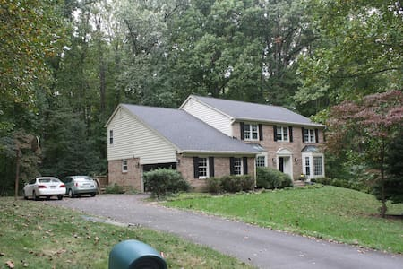 Private, wooded,home near wash,dc - Βιέννη - Σπίτι