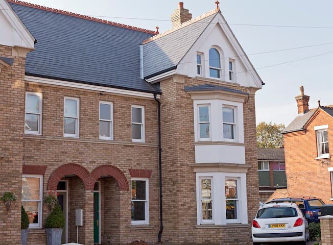 Top Floor 2BD+1B in Victorian House - Ashford - Casa