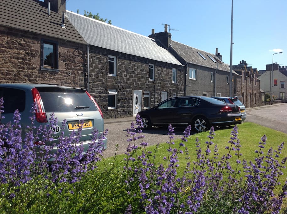 100 year old traditional first floor cottage flat with private access doors and garden.