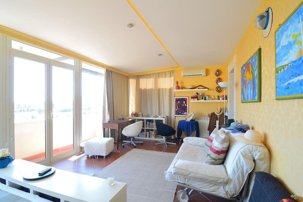 Valentina's room - living view