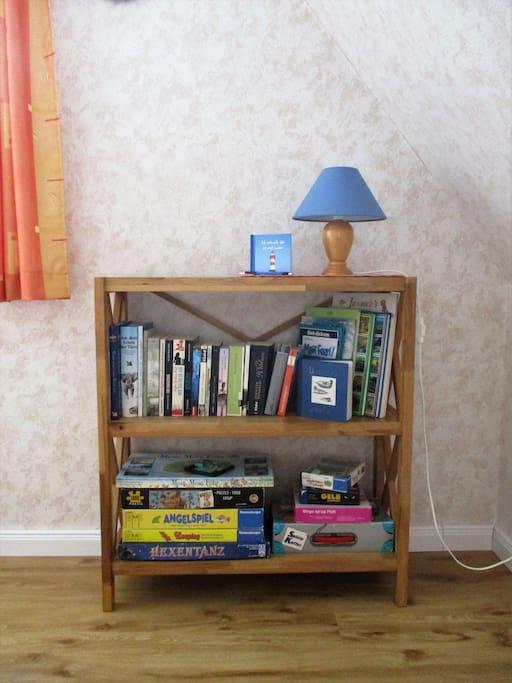 Lesestoff und Spiele für den entspannten Abend