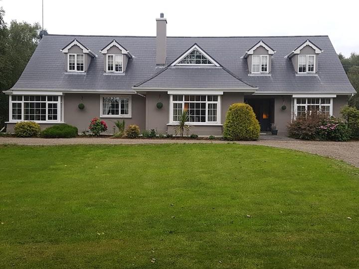 Birch House, Pier Road - Heart of the Village