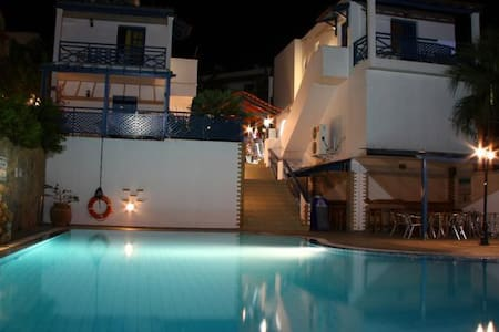 Mika Villas Apartment for 2 - Chersonisos - Bed & Breakfast