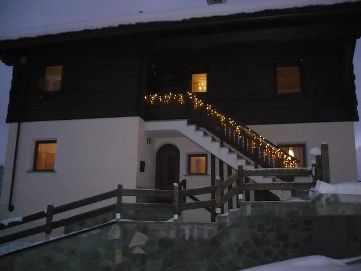 Alpine Ski Chalet for 8 to 12 Pers.
