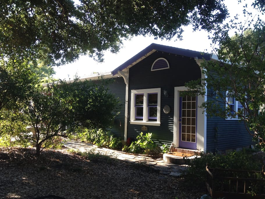 Garden studio suite--bed & bathroom