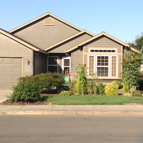 Country feel home 20min to city-HappyValley area
