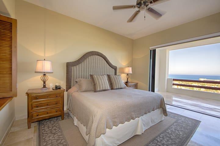 3BD Condo w/Stunning Ocean Views! - Cabo San Lucas - Apartment