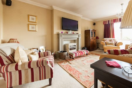 Large double room in luxury house  - Cross Hands