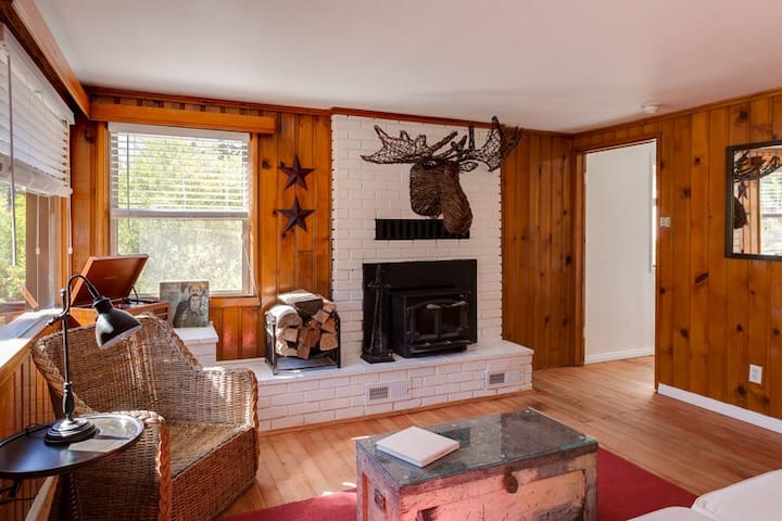Kodiak's Cottage ... a 1920s Classic - Big Bear Lake - Guesthouse
