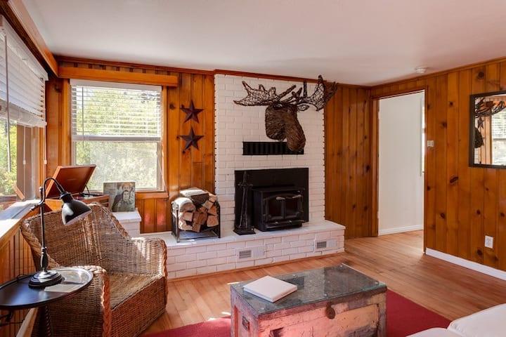 Kodiak's Cottage...a 1920s Classic  #LC20170257