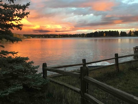 Cozy log cabin on Lake Pagosa with mt views. Relax