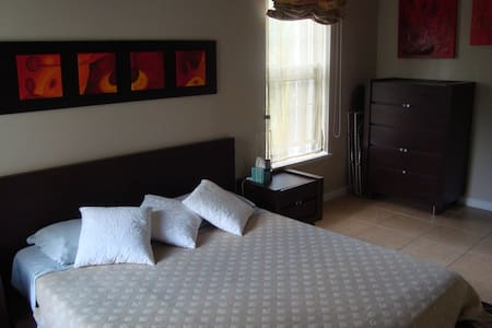 Comfortable bedroom w/private bath - George Town