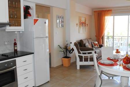 King Seaview cozy 2 bedroom apartment - Pafos - Pis