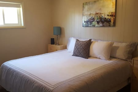 King Room, Pet & Child Friendly - West Valley City - Casa