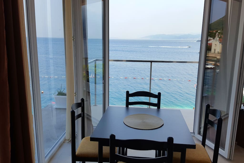 Breakfast and coffie with a sea view