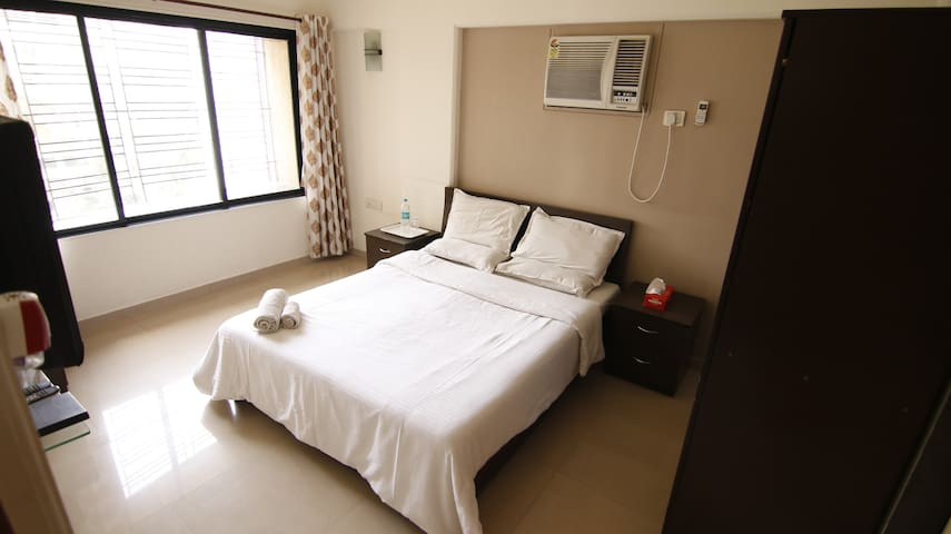 Full furnished 2BHK in Bandra East, R6.2