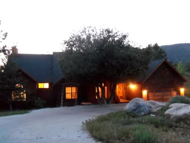 Heidi's Retreat for Large Groups - Pine Mountain Club - Huis