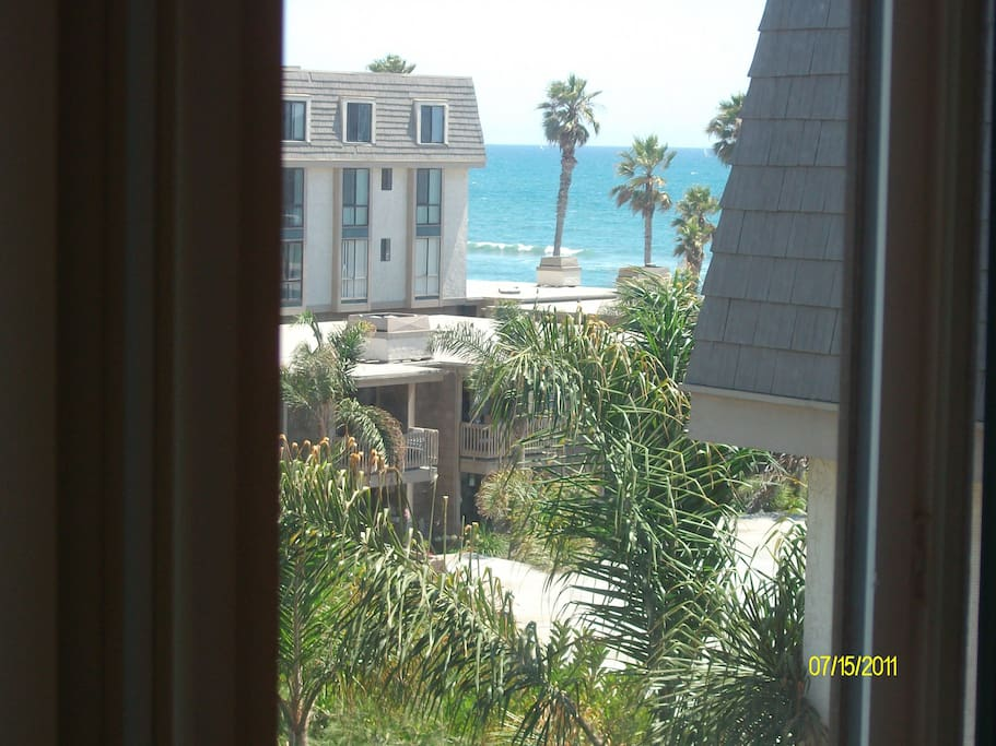 View of the ocean even while lying down in bed! Let the sound of the surf put you to sleep!