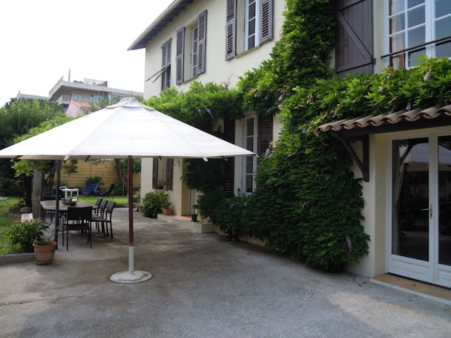 Provencale house beach a 100 meters - St-Laurent-du-Var - Hus
