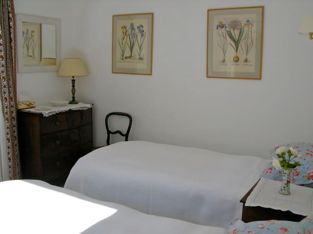 Charming Bed and Breakfast - Venasque