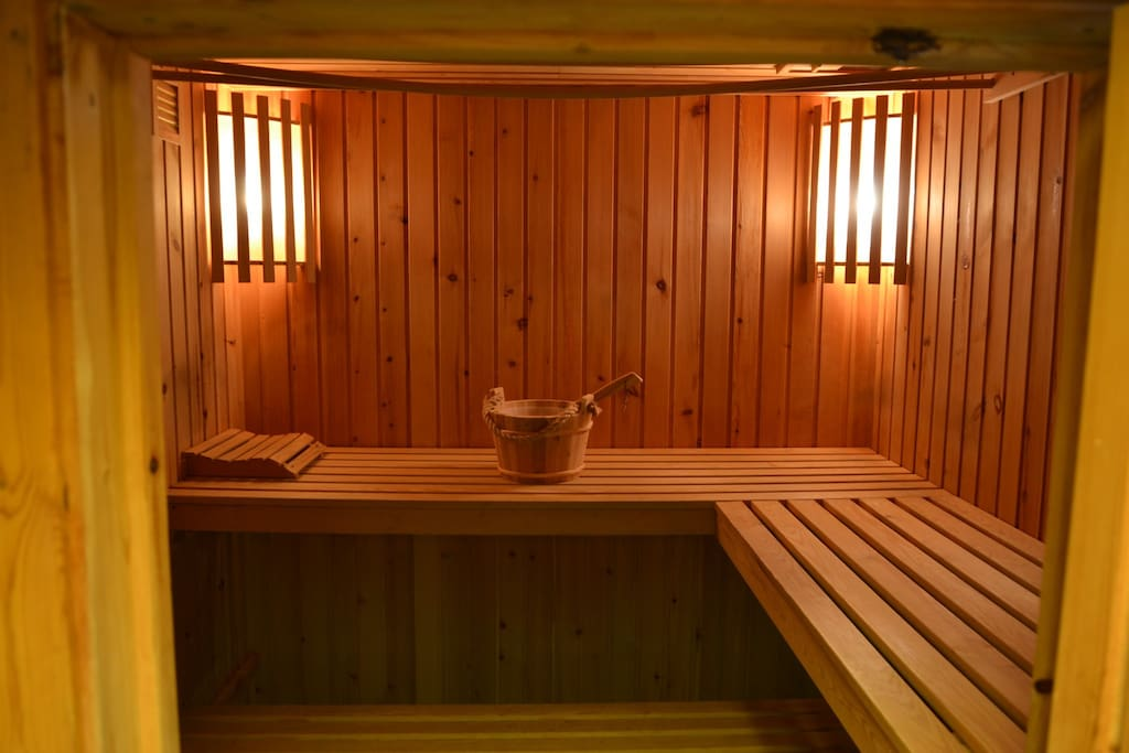 Sauna for 6-8 people, with double showers.