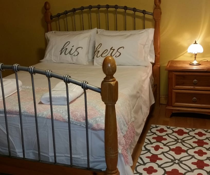 Comfy queen bed with side table storage and lamp
