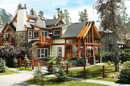 Beaujolais Boutique B&B at Thea's House - Banff - 住宿加早餐