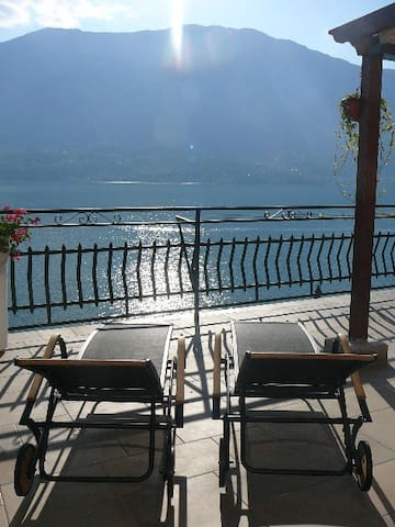 Casa Romantica -Terrace 40sqm, wonderful lake view - Dervio - Lägenhet