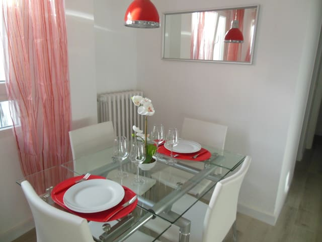 zona de comedor para 4 cálida y agradable/dinning area for 4 people bright and nice