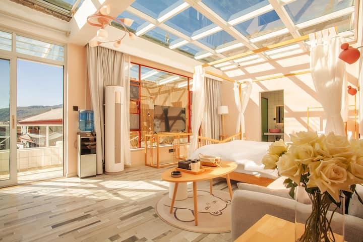 【丽江•束河C】 带阳台观景星空房  智能家具 投影  慕斯床垫 立式空调 智能马桶