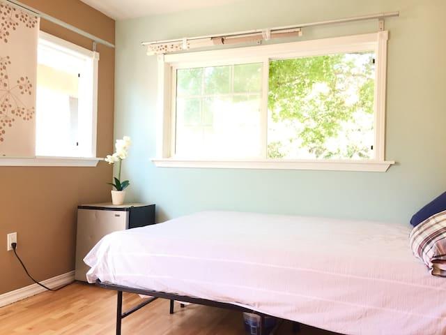 No4 INDEPEDENT Bedroom + Garden,Quiet , Fast WIFI
