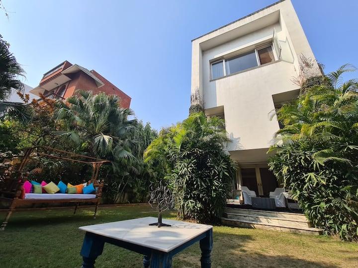 4Bhk house in panchsheel park
