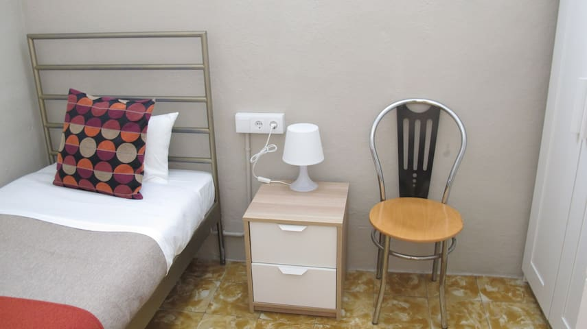 Interior small room 3 min from Las Ramblas
