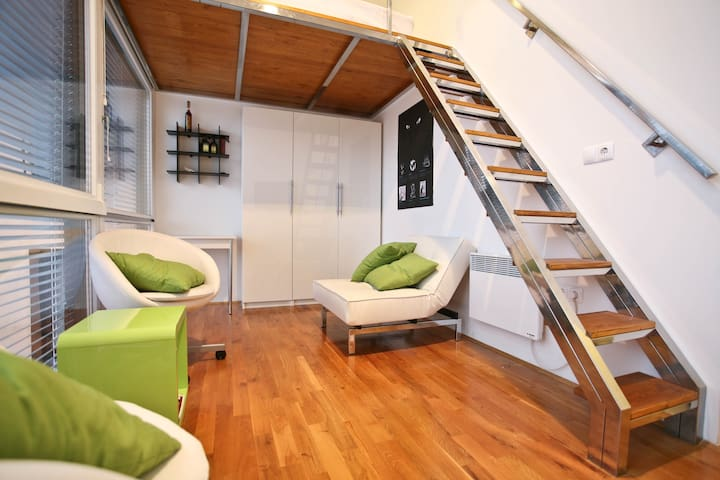 Best view +P +StrictCentre 4*Studio - Ljubljana - Apartemen