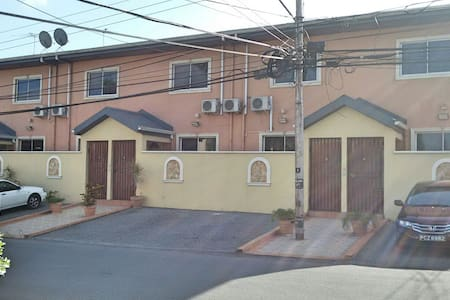 Safe 2br townhouse min from mall - Casa
