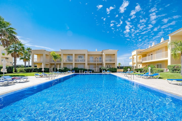 Family Holiday Apartment | Centrally Located | Vale de Parra