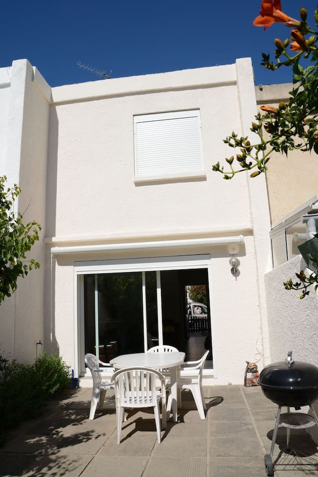 Terrasse côté jardin intérieur