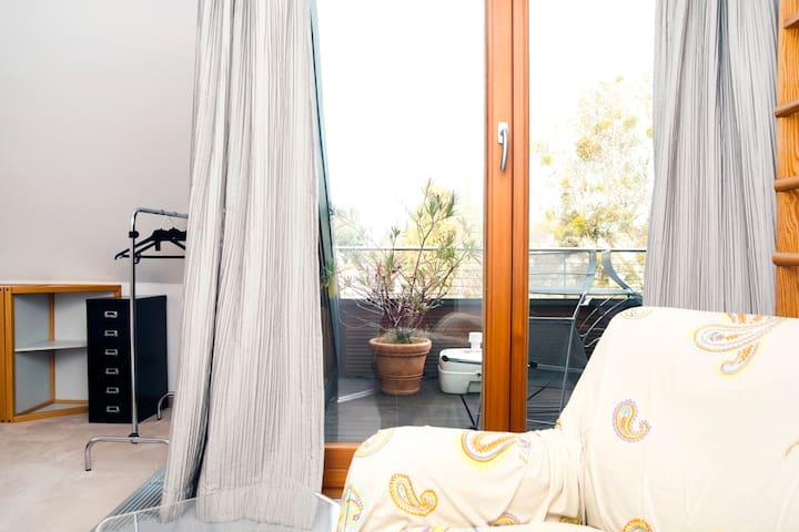 Blick auf die Dachterrasse vom Schlafzimmer