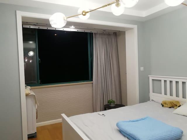 静安寺附近两室一厅两卫带阁楼公寓