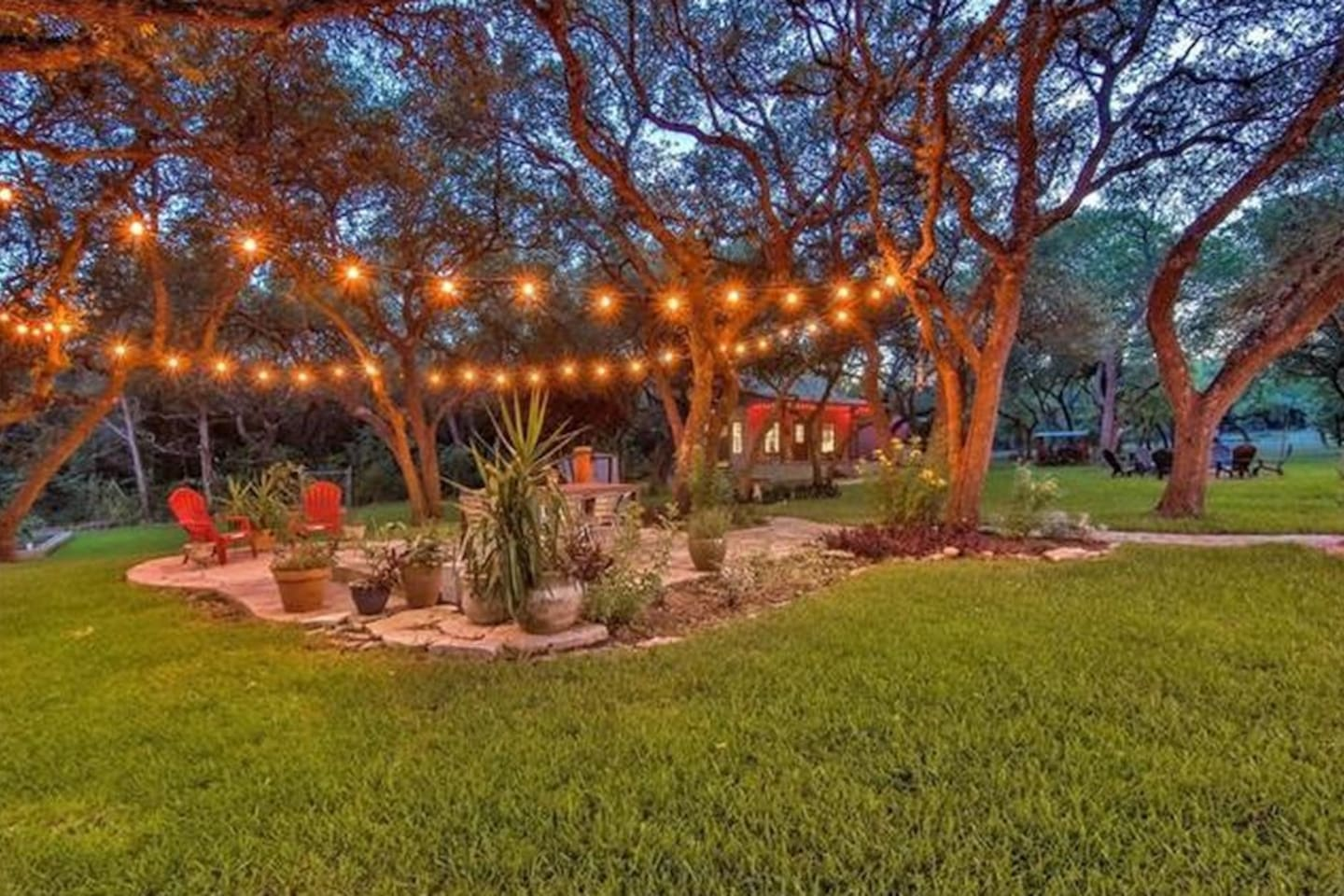 Amazing Backyard Patio for Outdoor Entertainment and Dining!