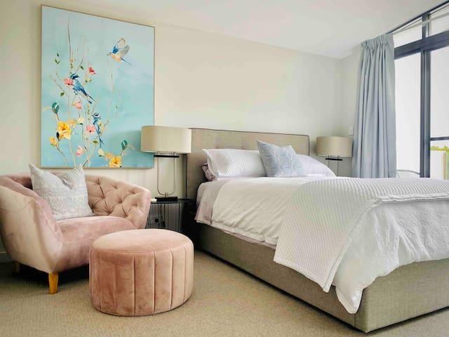 Master Bedroom with En-suite bathroom and balcony