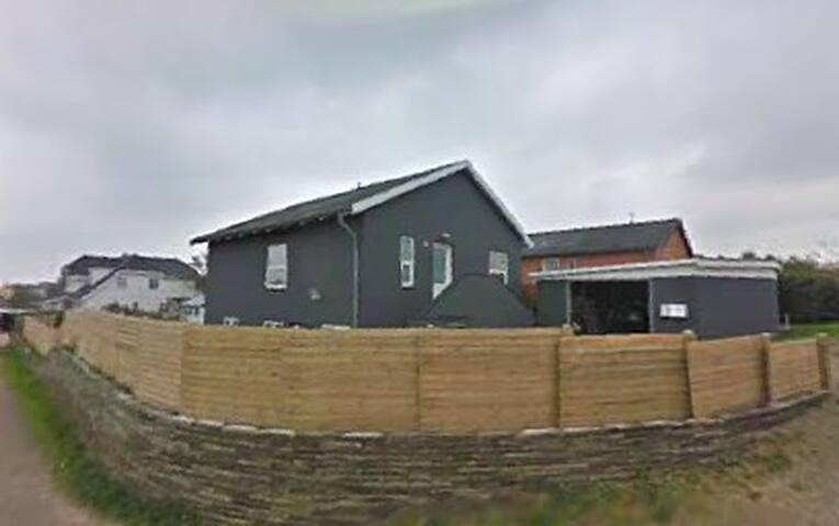 Hus med udsigt over Hirtshals,1km til nordsømuseet - Hirtshals - Casa