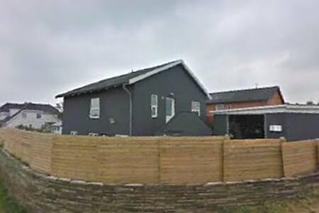 Hus med udsigt over Hirtshals,1km til nordsømuseet - Hirtshals