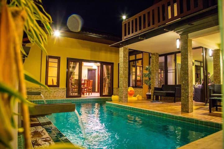 Pattaya泰式风格四卧泳池别墅,距海边800米,walking street五分钟距离