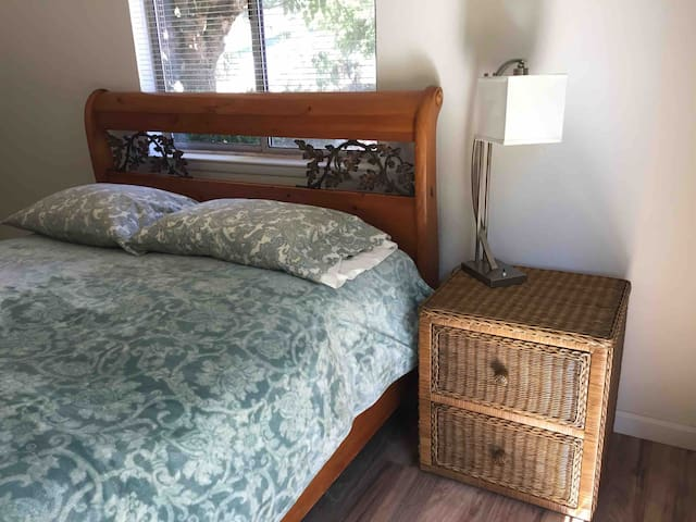 Private Master Bed/Bath with separate entrance