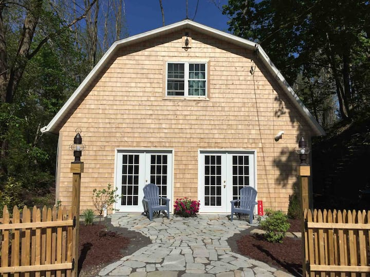 Skaneateles Lake Cottage - Charming Retreat!