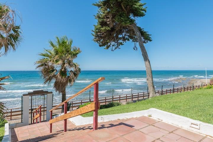 Suite-Antonova Beachfront Calahonda