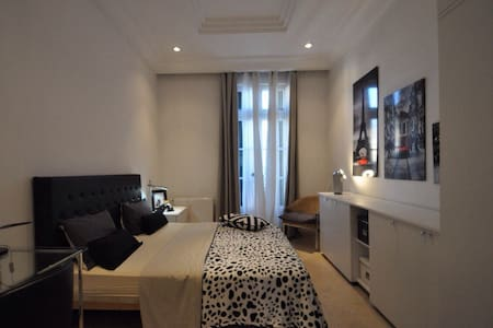 PRIVATE ROOM IN THE HEART OF TUNIS - Tunis - Apartamento